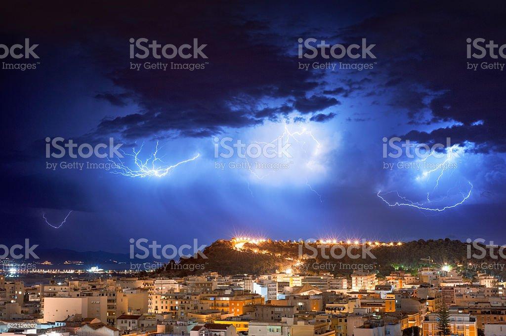 Tempestade de relâmpagos à noite foto royalty-free