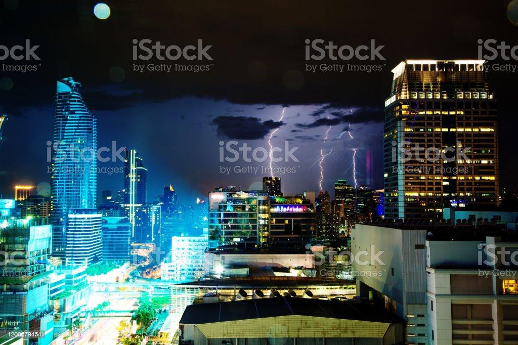 Lightning Strike in Bangkok, Thailand - Royalty-free Avondschemering Stockfoto