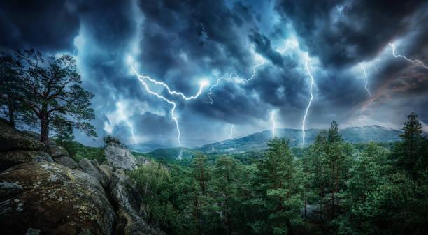 lightning thunderstorm flash in the mountains. - lightning zdjęcia i obrazy z banku zdjęć