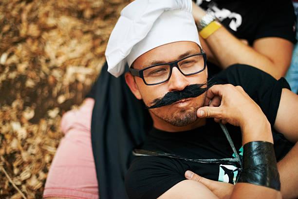 wie meine neue schnurrbart? - schnurrbart themenpartys stock-fotos und bilder