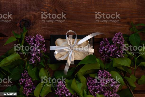Lilac flowers black gift box with silver ribbon on wooden background picture id1225026658?b=1&k=6&m=1225026658&s=612x612&h=pkqh2nmyyirpd4c1k7mhiuj6meey5qgyknwpc5ndvse=