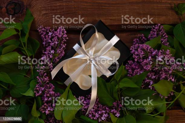 Lilac flowers black gift box with silver ribbon on wooden background picture id1225026660?b=1&k=6&m=1225026660&s=612x612&h=5yxmsy4p1j0fcj3qkiq0akuv2dczskj8fs6ulxu9zn0=