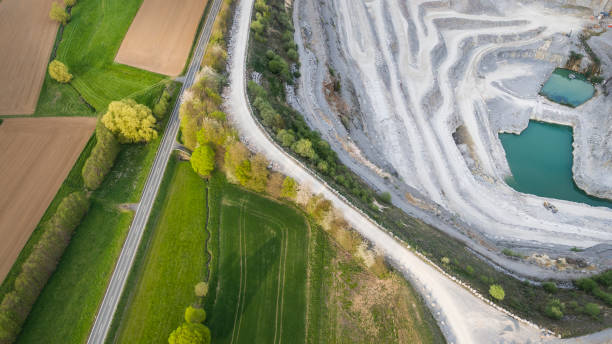 kalksteinbruch - luftbild - aerial view soil germany stock-fotos und bilder