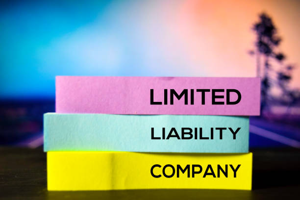limited liability company on the sticky notes with bokeh background - sorte foto e immagini stock
