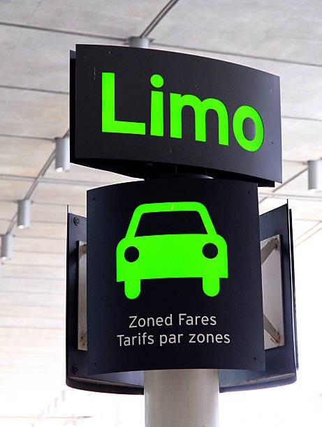 limo sign - airport pickup stockfoto's en -beelden