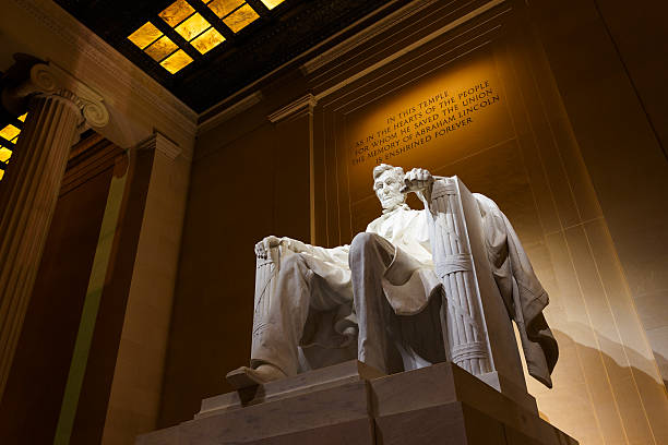 Lincoln Memorial por la noche - foto de stock