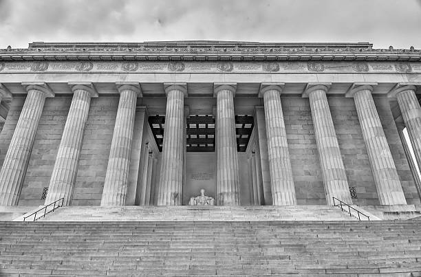 lincoln memorial low angle monochrome - martin luther king jr stok fotoğraflar ve resimler
