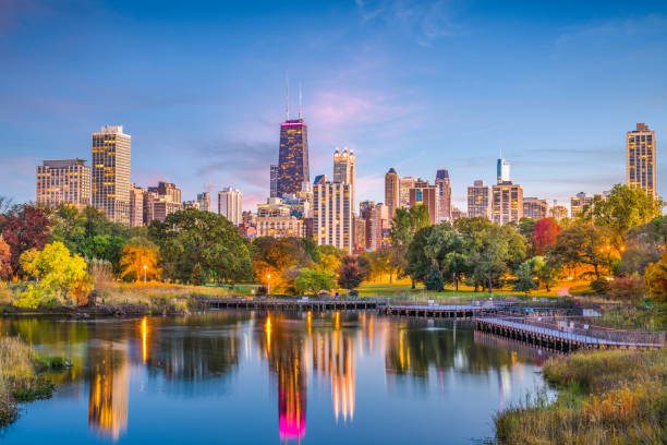 Lincoln Park, Chicago, Illinois Skyline Chicago, Illinois, USA downtown skyline from Lincoln Park at twilight. satoyama scenery stock pictures, royalty-free photos & images