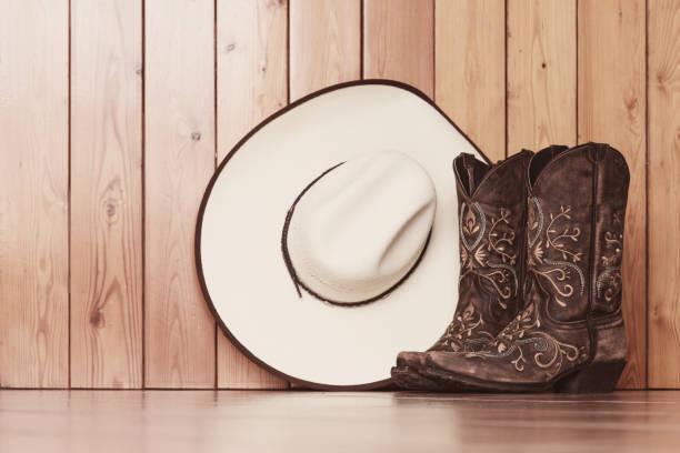 line dance boots and hat - ovest foto e immagini stock