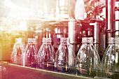 ペットボトル入りの飲料を瓶詰めライン