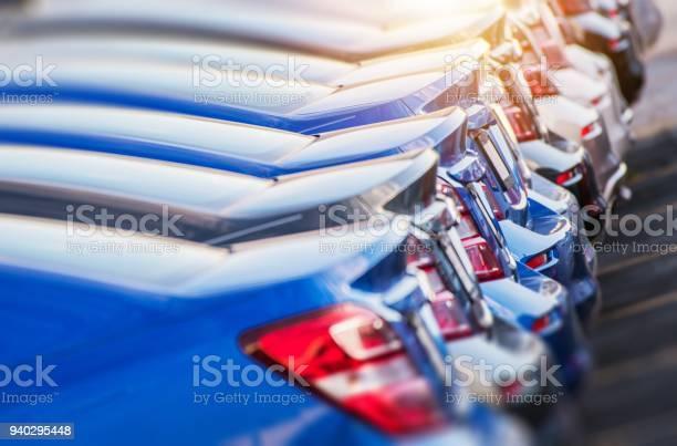 Line of brand new cars picture id940295448?b=1&k=6&m=940295448&s=612x612&h=9coflewjmmeuc4r6bxgbsitogjzgyiho yj bk4b0lk=