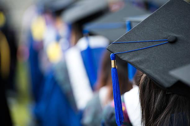 reihe von absolventen von hinter - vorschuldekorationen stock-fotos und bilder