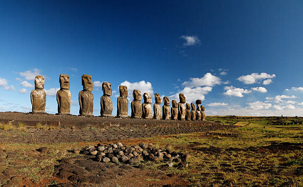 tongariki moai der osterinsel - osterinsel stock-fotos und bilder
