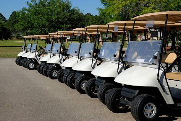 Ligne de voiturettes de golf - Photo