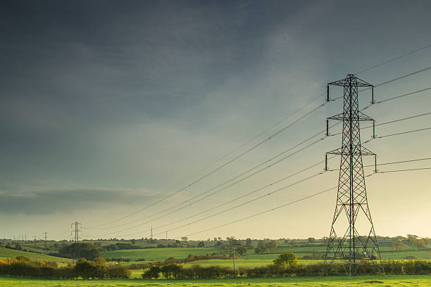 lines of power. - hoogspanningsmast stockfoto's en -beelden