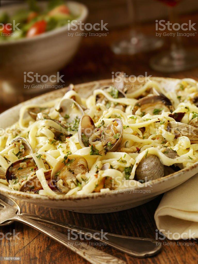 Linguini y almejas - foto de stock