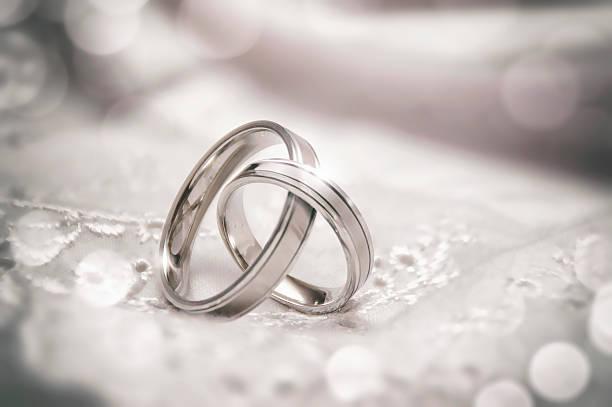 Associés Anneaux de mariage - Photo