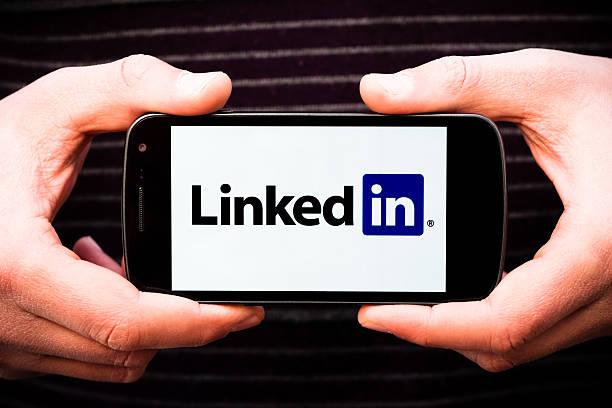 linkedin logo on galaxy nexus smartphone by samsung and google - linkedin bildbanksfoton och bilder