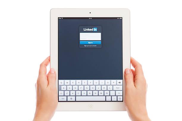 linkedin on ipad - linkedin bildbanksfoton och bilder