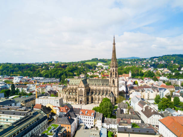 linz neue kathedrale, österreich - kölner dom stock-fotos und bilder