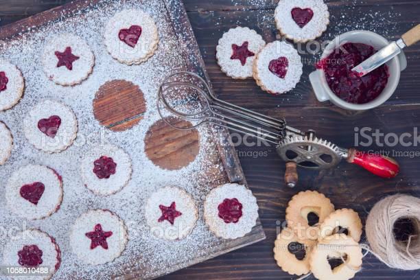 Linzer christmas cookies with jam and powder sugar flat lay and copy picture id1058010488?b=1&k=6&m=1058010488&s=612x612&h=glnsd8f oo3 cvctxjnagyyhjcyts57eoji9scd11rc=