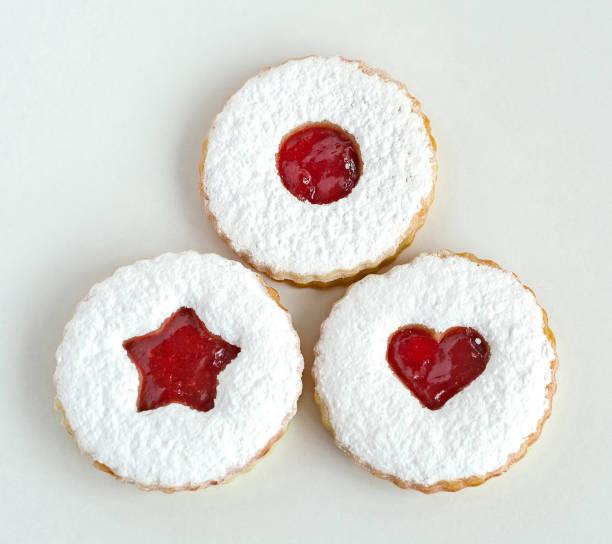 linzer 曲奇餅在白色被隔絕 - 匈牙利文化 個照片及圖片檔