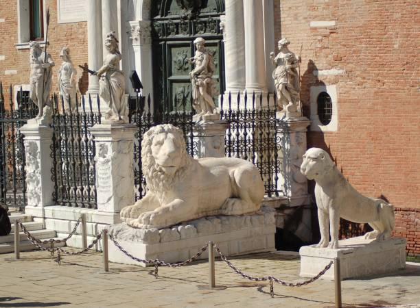 león de piraeus - lunes de pascua fotografías e imágenes de stock