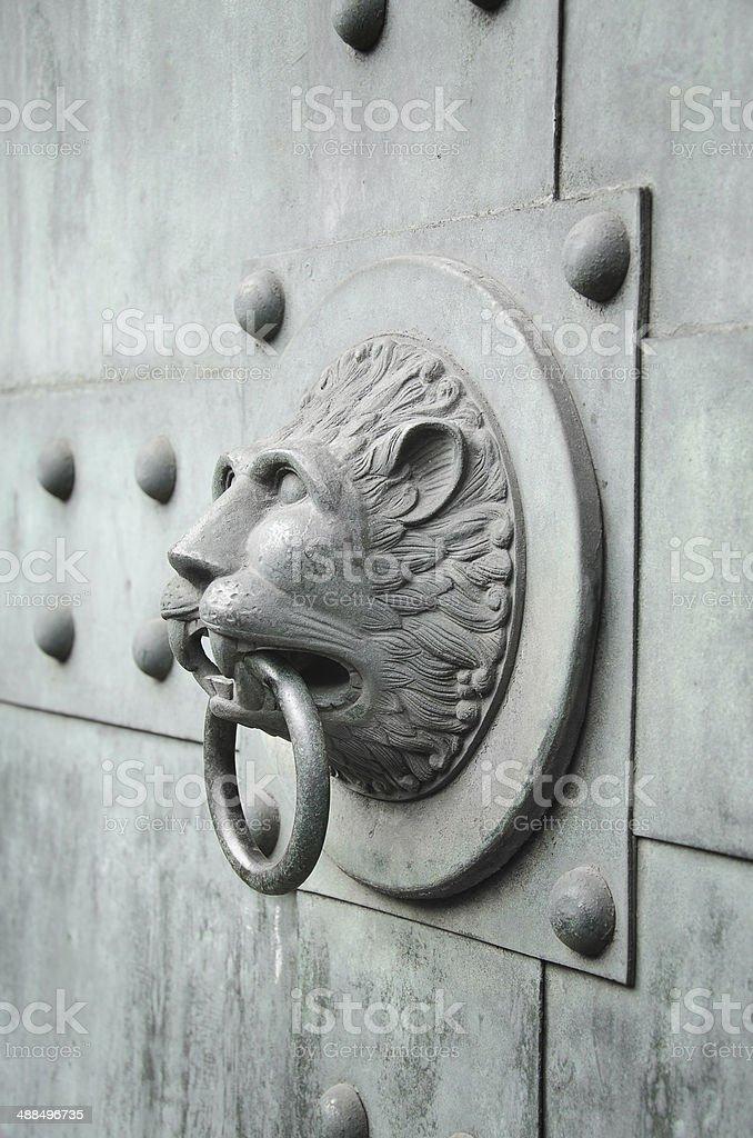lion geformte Türklopfer Vertikal – Foto