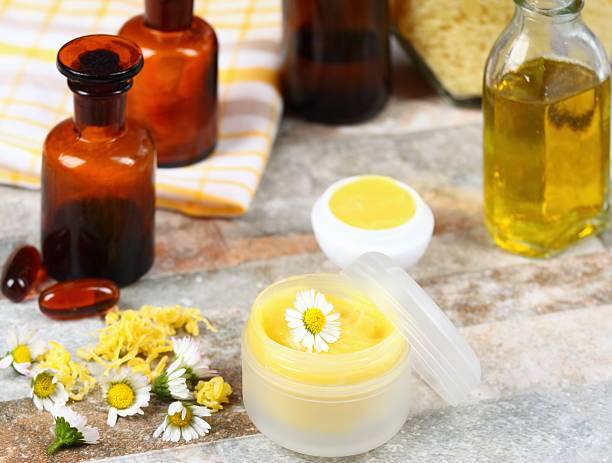 lip balm  made from olive and coconut oil with beeswax - wachsblume stock-fotos und bilder