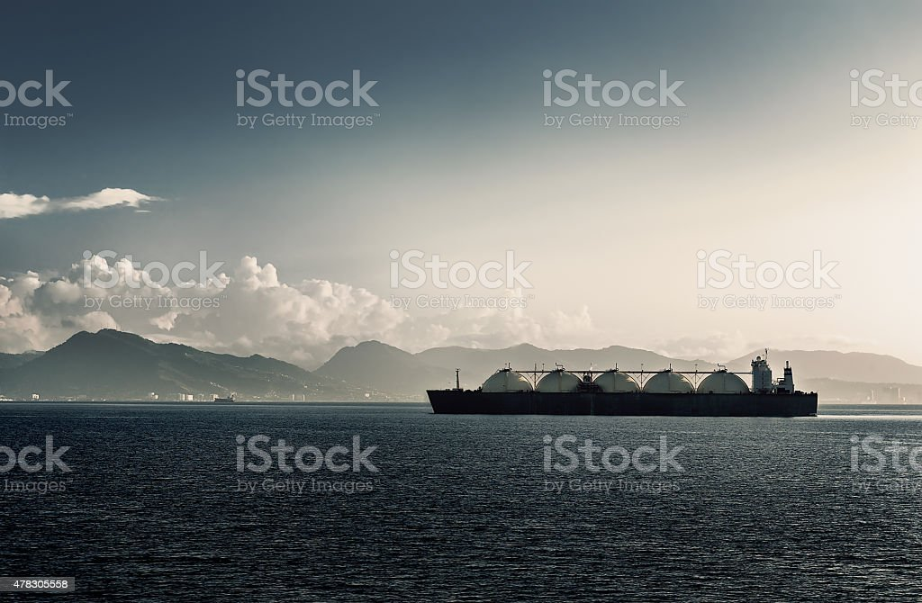 Liquefied natural gas portador a la sala de estar con cinco tanques de envío - foto de stock