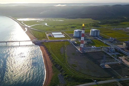 A liquefied natural gas plant and a terminal for its transportation.