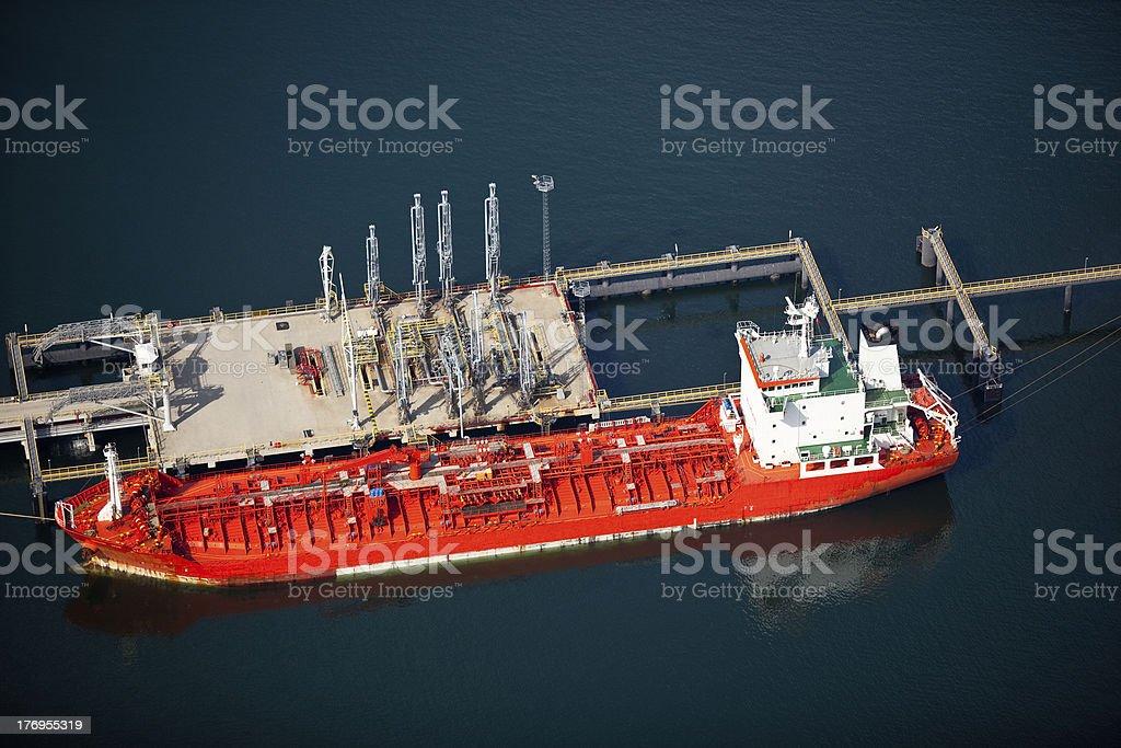 Liquid Bulk Terminal With Docked Ship Stock Photo - Download
