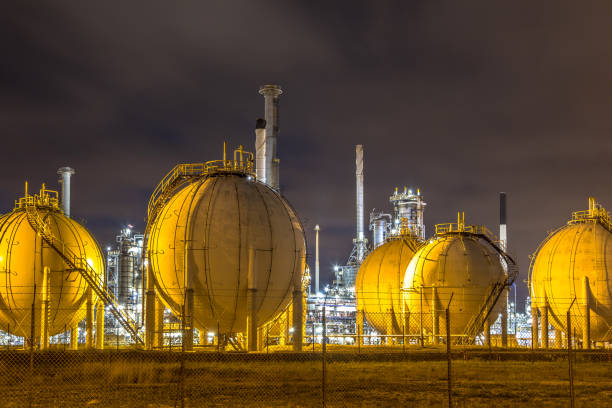 liquid natural gas globe shape containers - station stock pictures, royalty-free photos & images