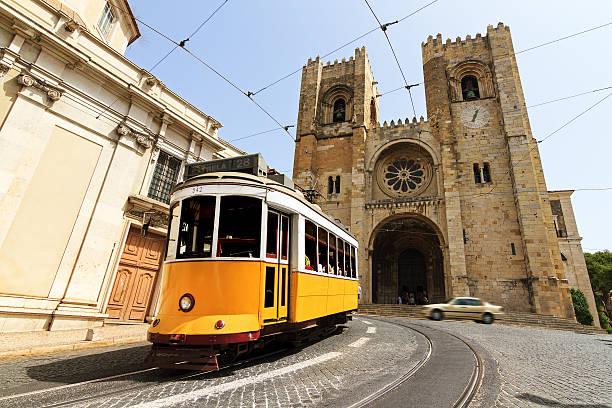 Kathedrale von Lissabon mit der Straßenbahn – Foto