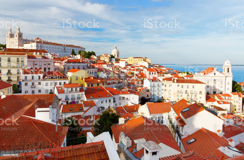 Lisbon cityscape, view of the old town Alfama - fotografia de stock