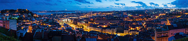 iluminado panorama de vista da cidade de lisboa, portugal - cristo rei lisboa imagens e fotografias de stock