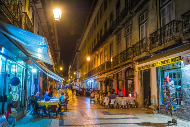 lisbon nightlife people dining pavement restaurants illuminated by lamplight portugal - esplanada portugal imagens e fotografias de stock