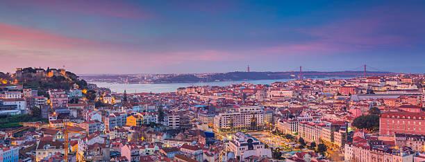wschód słońca w panoramie lizbony. - lizbona zdjęcia i obrazy z banku zdjęć