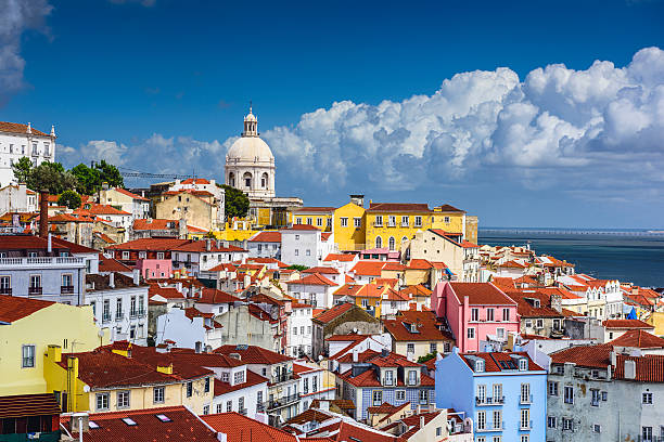 lisbona, portogallo skyline di alfama - lisbona foto e immagini stock