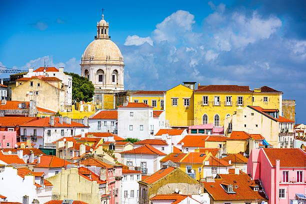lissabon, portugal skyline im alfama - lissabon reise stock-fotos und bilder