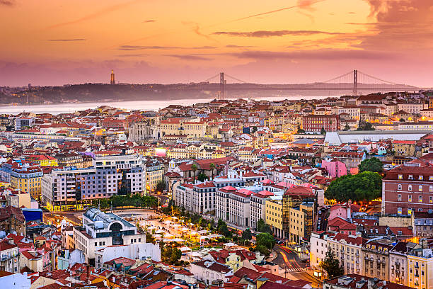 lisbona, portogallo skyline di notte - lisbona foto e immagini stock