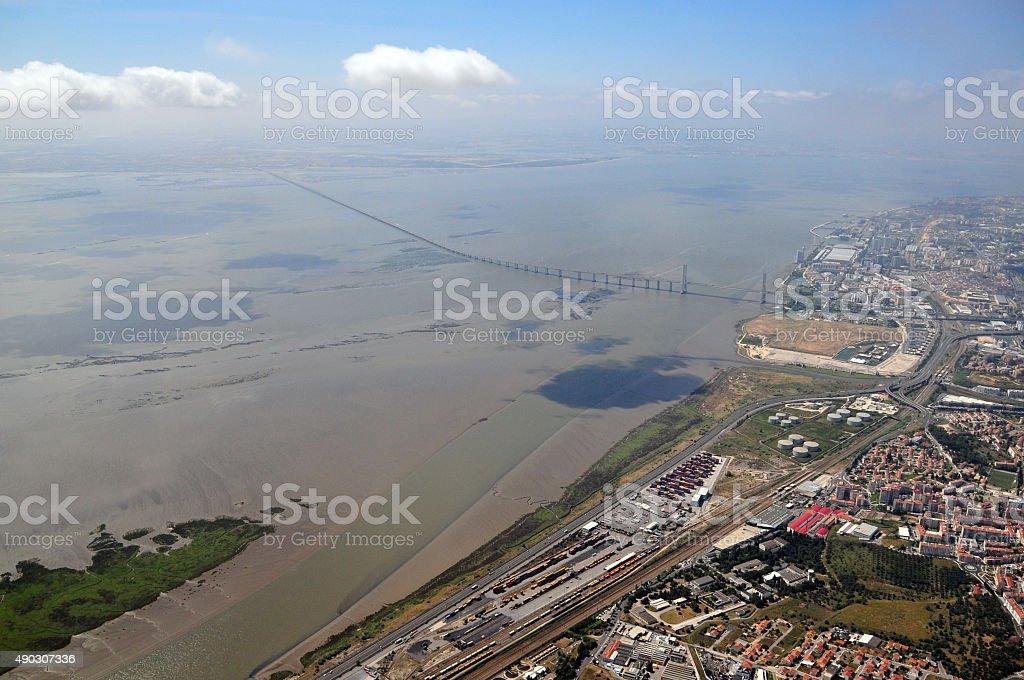 Lisboa, Portugal: Estuário do rio Tejo, vista aérea, Vasco-da-Gam - foto de acervo