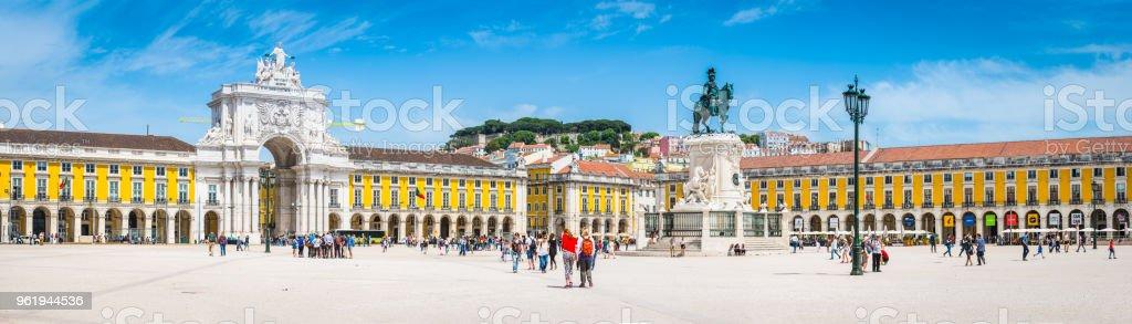 Lissabon Praca Comercio Wahrzeichen quadratische touristischen Massen Panorama Portugal – Foto