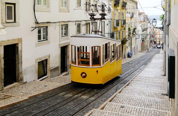 lisbon street car - linea tranviaria foto e immagini stock
