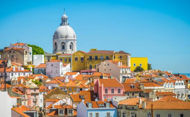 lizbona terakoty dachy alfama pomijane przez panteao nacional portugalia - lizbona zdjęcia i obrazy z banku zdjęć