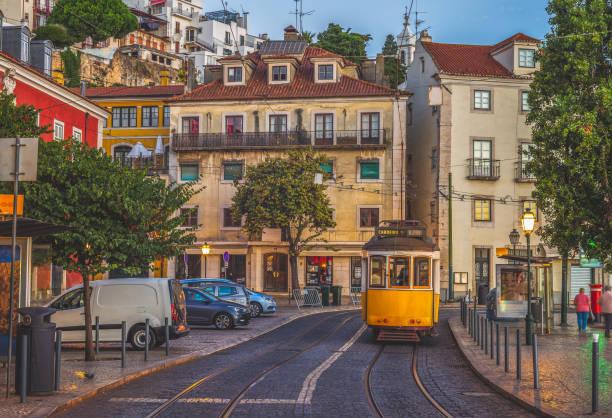 lisbon tramway - eletrico lisboa imagens e fotografias de stock