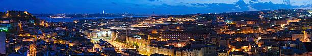 vibrante iluminado vista da cidade de lisboa, portugal super panorama - cristo rei lisboa imagens e fotografias de stock