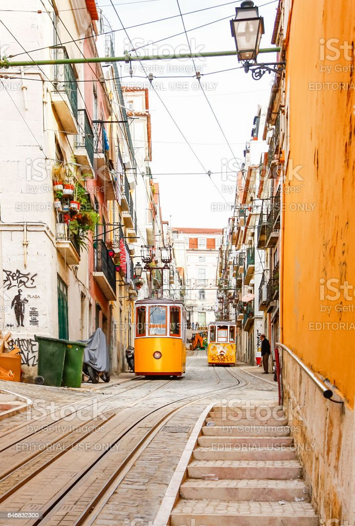 Lisbon's Gloria funicular connects downtown with Bairro Alto. - fotografia de stock
