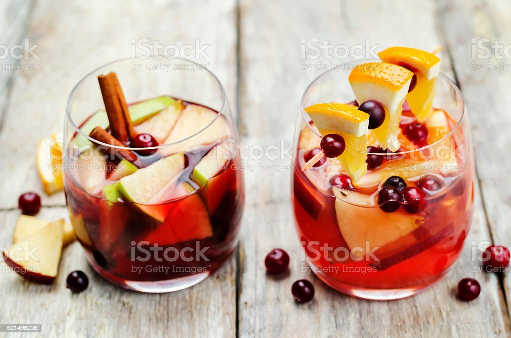 List of sangria with red and pink wine Lizenzfreies stock-foto