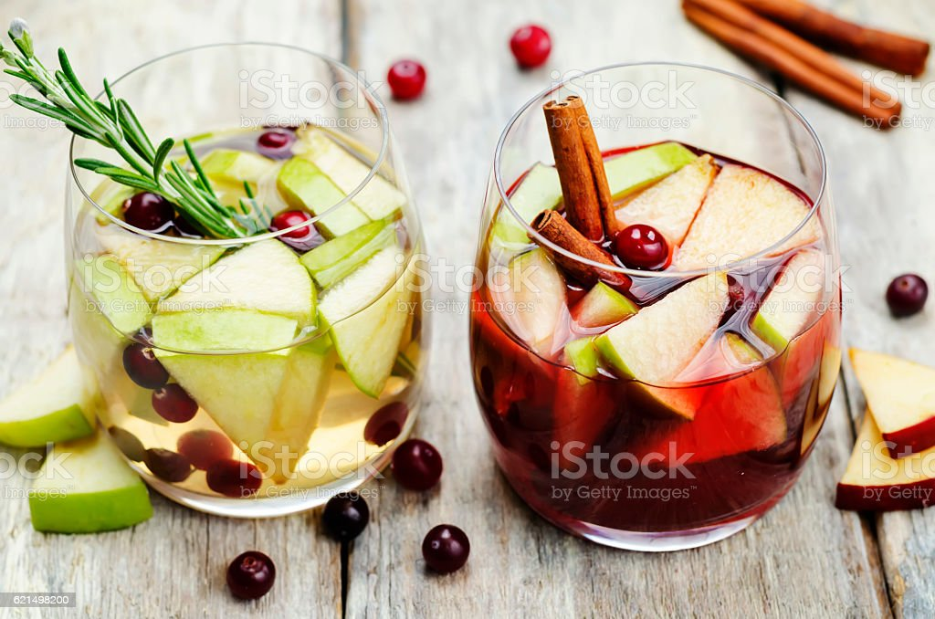 List of sangria with red and white wine with fruits Lizenzfreies stock-foto